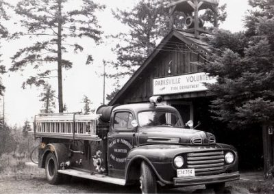 A black and white photo of 1950's Ford Pumper firetruck