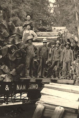 Loading-shingle-bolts-near-Hilliers-Chinese-workers